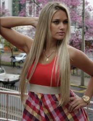 Nossa cliente Adriana com mega hair.