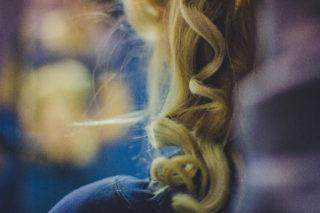 Modificando a textura do cabelo com megahair